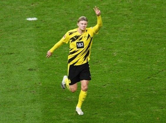 ESQUENTOU - O Borussia Dortmund pode ver mais uma estrela indo embora. Segundo o jornalista Ian McGarry, Erling Haaland deseja vestir a camisa do Chelsea a partir da próxima temporada. McGarry completou dizendo que no próximo contrato que firmar entre Haaland e um novo clube, Raiola quer incluir uma cláusula de rescisão contratual que possa assegurar uma nova movimentação. No entanto, os Blues não estariam dispostos a aceitar este termo.  A equipe alemão já disse em diversas ocasiões que não irá se desfazer do centroavante nesta janela de transferências. A partir da próxima temporada, o atleta possui uma multa estipulada em 75 milhões de euros (R$ 444 milhões).