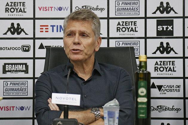 ESQUENTOU - O Botafogo está indo atrás de reforços após um início ruim no Campeonato Brasileiro. Paulo Autuori quer ter mais opções para mexer no elenco.