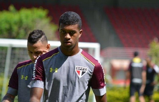 ESQUENTOU - O Corinthians espera um reforço para esta semana: trata-se de Léo Natel, atacante de 23 anos que tem pré-contrato assinado com o clube há alguns meses. O vínculo dele com o São Paulo termina na terça-feira.