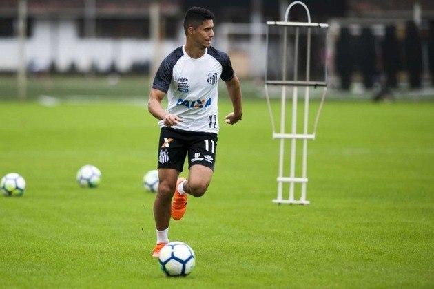 ESQUENTOU - O Cruzeiro confirmou que está praticamente acertado com o lateral-direito Daniel Guedes, que pertence ao Santos e ficará emprestado na Raposa até o final da Série B. Daniel, de 26 anos, foi um pedido de Enderson Moreira para reforçar o setor.