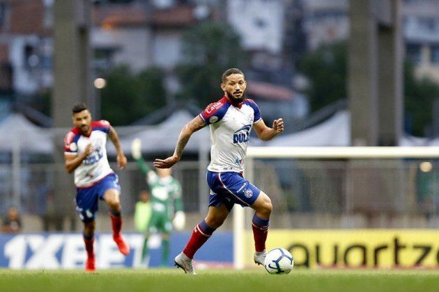 ESQUENTOU - O Cruzeiro vai conseguir um reforço que parecia complicado por questões financeiras: a vinda do atacante Arthur Caike, de 28 anos, que pertence ao Al Shabab, dos Emirados Árabes. A Raposa terá o jogador por empréstimo até o fim da Série B.