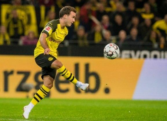 ESQUENTOU - O diretor esportivo do Borussia Dortmund, Michael Zorc, informou que Mario Gotze não continuará no clube alemão. O atacante já havia dito que provavelmente não continuaria no clube, mas isso foi anunciado oficialmente nas redes sociais da equipe.