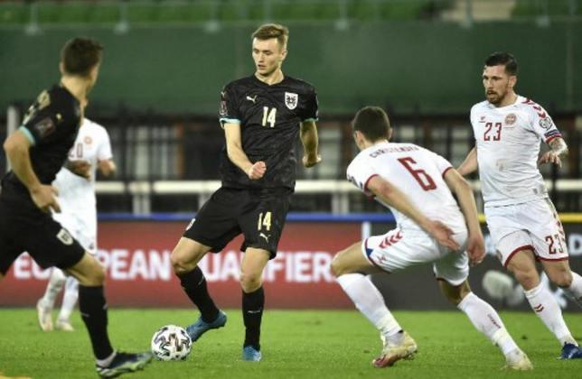 ESQUENTOU - O Dortmund monitora a situação de Sasa kalajdzic, centroavante do Stuttgart, caso Haaland deixe a equipe na próxima janela de transferências, segundo a