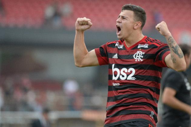 ESQUENTOU - O Flamengo encaminhou a venda do volante Hugo Moura. O Rubro-Negro quer dar rodagem ao volante de 22 anos e, por isso, está propenso a aceitar a oferta do Coritiba por empréstimo, sem passe fixado redigido em contrato, até fevereiro de 2021.