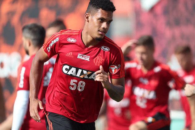 ESQUENTOU - O Flamengo está encaminhando o empréstimo do zagueiro Rafael Santos. Aos 22 anos, o defensor criado no Ninho do Urubu está por detalhes de um acerto com o Apoel, do Chipre.