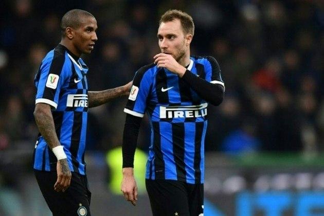 """ESQUENTOU - O inglês Ashley Young, da Inter de Milão, deve ser recompensando com uma extensão contratual de um ano após um bom início na equipe italiana, de acordo com o """"La Gazzetta dello Sport""""."""