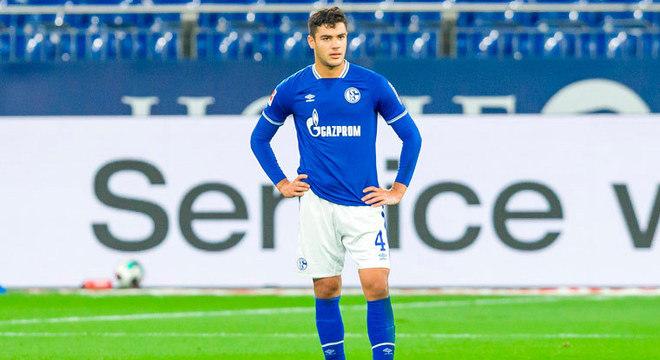 ESQUENTOU - O Leicester e o Crystal Palace estudam a contratação do zagueiro do Schalke 04 Ozan kabak, conforme o Mail Sport.