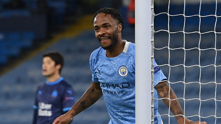 ESQUENTOU - O Manchester City busca renovar o contrato de Sterling, mas as conversas por um acordo estão paradas desde os primeiros contatos que aconteceram no final da última temporada, segundo o