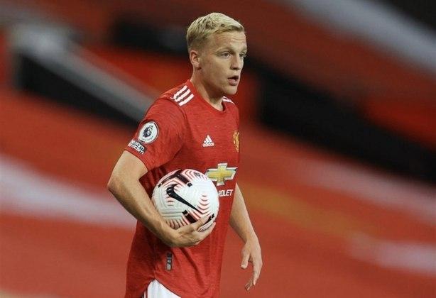 ESQUENTOU - O Manchester United cogita envolver Donny van de Beek em negociação com o Real Madrid pela contratação de Varane, segundo o