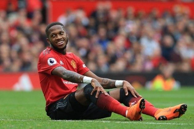 """ESQUENTOU - O Manchester United está prestes a renovar o contrato com o meio-campista Fred, de acordo com o """"The Sun"""". O atleta que recebe 130 mil libras (R$ 760 mil) mensais espera um aumento salarial."""