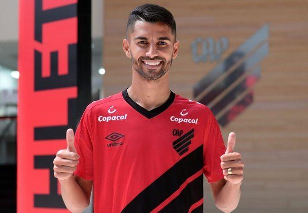 ESQUENTOU - O meio-campo Jorginho está de malas prontas para ir embora do Athletico-PR. Fora dos planos da comissão técnica, ele vai defender as cores do Ceará até 2021, segundo o repórter André Gallindo.