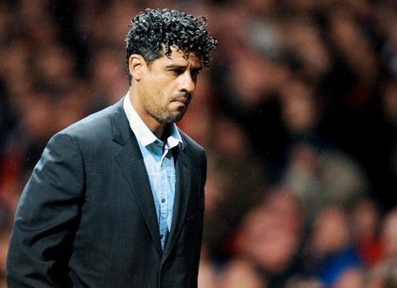ESQUENTOU - O nome de Frank Rijkaard está na lista dos possíveis substitutos de Ronald Koeman para o cargo de técnico do Barcelona, segundo o