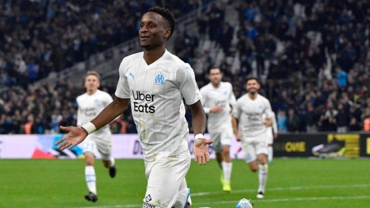 """ESQUENTOU - O Olympique de Marseille está prestes a ser vendido para um fundo de investimento árabe e as negociações estão em """"bom caminho"""", de acordo com Mohamed Ayachi Ajroundi, intermediário da transação. O comprador é Mourad Boudjelall, ex-presidente do Racing Club Toulonnais, equipe de rugby da França."""