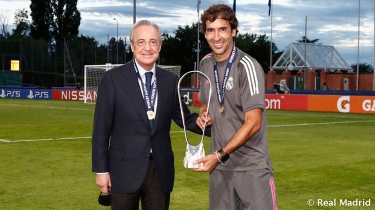 ESQUENTOU - O Real Madrid já iniciou conversas com Raúl para conhecer sua disponibilidade em comandar o clube na próxima temporada, segundo o