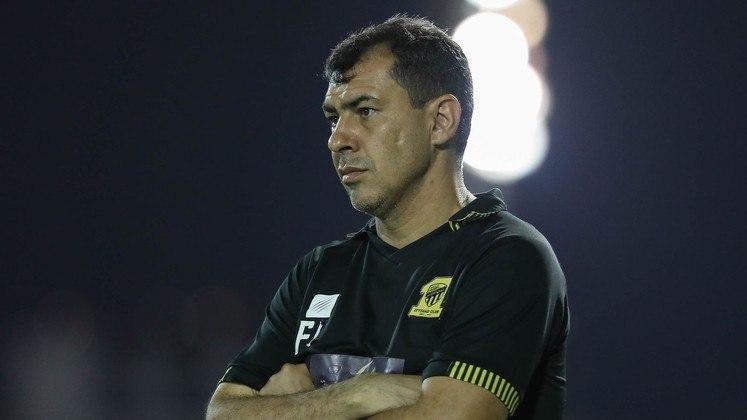 ESQUENTOU - O Santos abriu conversas com o treinador Fábio Carille. Após a demissão de Fernando Diniz, neste domingo (5), o clube tem pressa para definir o seu novo comandante pela situação que vive no Campeonato Brasileiro - a equipe está na 13ª colocação, com 22 pontos, quatro acima da zona de rebaixamento. O ex-técnico do Al-Ittihad Jeddah, da Arábia Saudita, não é único nome cogitado.