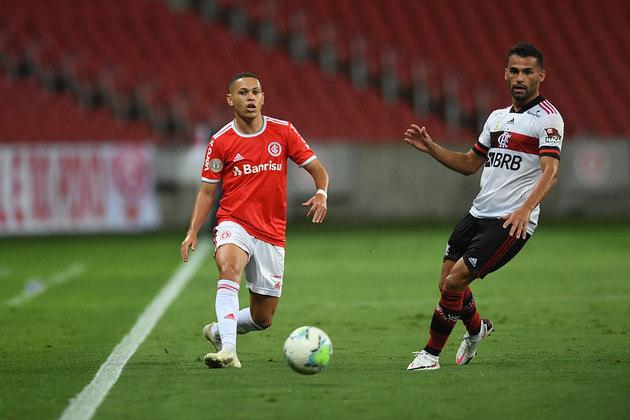 ESQUENTOU - O Santos encaminhou a contratação do atacante Marcos Guilherme, do Internacional. O jogador vem por empréstimo até o fim da temporada.