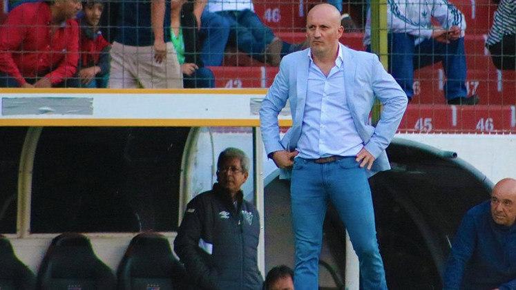 ESQUENTOU - O técnico Pablo Repetto, da LDU de Quito, está perto de assinar a sua renovação de contrato. Após muita conversa, a imprensa equatoriana confirmou que houve um acerto entre as partes e Pablo Repetto deve assinar a sua renovação nos próximos dias.