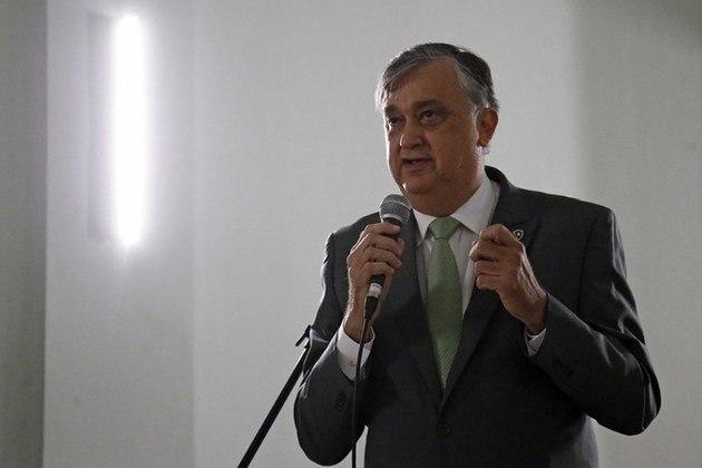 ESQUENTOU - O tempo passa e o Botafogo praticamente retornou à estaca zero na busca por um novo treinador. Após a recusa de Lisca na última proposta feita pelo clube, o Alvinegro voltou ao mercado em busca de um nome para assumir a equipe. Algo está definido: a diretoria busca um perfil 'cascudo'.