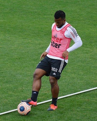 ESQUENTOU - O volante Luan Santos recebeu propostas para deixar o São Paulo, de acordo com informações do