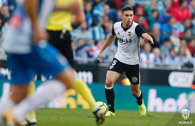 ESQUENTOU: O zagueiro brasileiro Gabriel Paulista, do Valencia, está na lista de possíveis reforços do Olympique de Lyon para a próxima temporada, segundo o 'Foot-Mercato'.