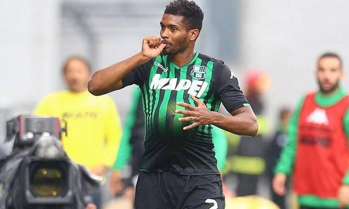 ESQUENTOU: O zagueiro brasileiro Marlon, que é do Sassuolo e foi revelado no Fluminense, está de perto de trocar de clube no futebol europeu. De acordo com informações da
