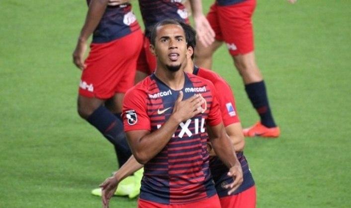 ESQUENTOU - O zagueiro Bueno, reforço do Atlético-MG, desembarcou em Belo Horizonte na noite de quarta-feira, 17 de junho, para fazer exames médicos e assinar com o clube mineiro. Ele estava no Kashima Antlers, do Japão.