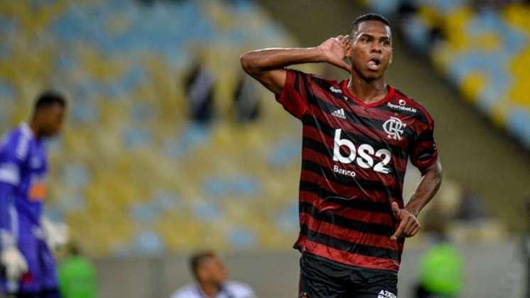 ESQUENTOU - Outra promessa que deve deixar o Rubro-Negro é o atacante Lucas Silva, de 21 anos, também para o Farense. O seu contrato com o Flamengo também vai até dezembro de 2020. São 22 jogos e dois gols pelo clube, ao todo.