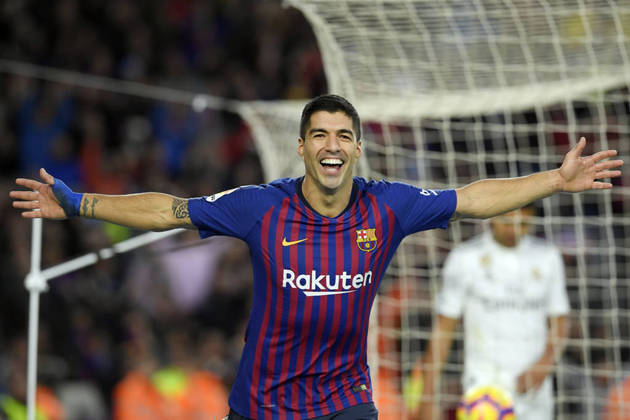 ESQUENTOU: Perto de acertar a transferência para a Juventus, o atacante Luis Suárez deve se dirigir ao Consulado da Itália em Barcelona na segunda-feira (7) para obter o passaporte do país, de acordo com o programa uruguaio 'Polideportivo'.