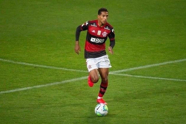 ESQUENTOU - Pouco utilizado no Flamengo, o lateral-direito João Lucas entrou no radar de dois clubes para a temporada 2021: Atlético-GO e Juventude. Ambas as equipes sondaram a situação do jogador e agora analisam se enviarão uma proposta oficial ao clube rubro-negro. A informação foi divulgada inicialmente pelo