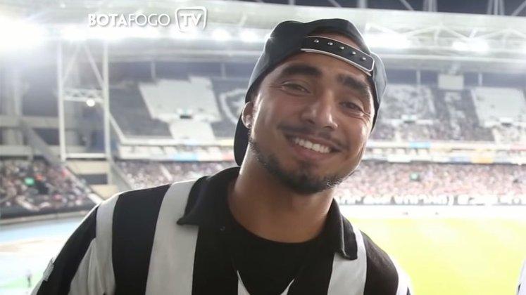 ESQUENTOU - Rafael, mais recente reforço do Botafogo, já está liberado para atuar com a camisa alvinegra. O nome do jogador foi publicado no Boletim Informativo Diário (BID). Porém, o lateral-direito só deve estrear pelo clube em outubro.
