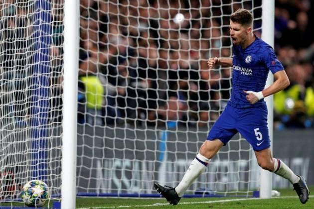 ESQUENTOU - Segundo a emissora francesa Telefoot, Arsenal e PSG estão brigando pelo meio-campo Jorginho. O brasileiro naturalizado italiano joga no Chelsea, atualmente, e seu valor de mercado é de 52 milhões de euros.