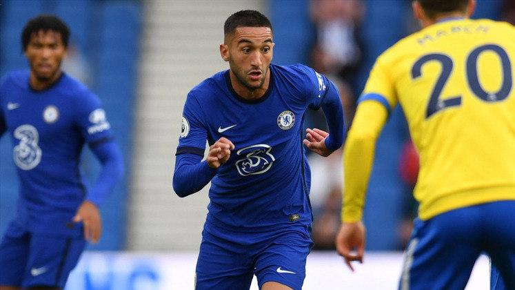 ESQUENTOU - Segundo Daniele Longo, o Milan pensa na contratação de Hakim Ziyech, mas hoje a negociaçõa é vista como complicada, pois o Chelsea pede 45 milhões de euros pelo meia marroquino.