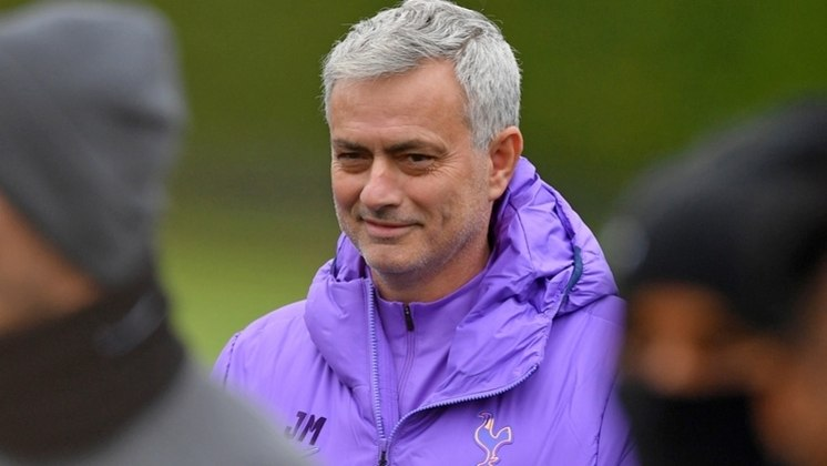 ESQUENTOU - Segundo o Daily Record, o Celtic contratou o técnico José Mourinho logo após ele ser demitido do Tottenham, na última semana.