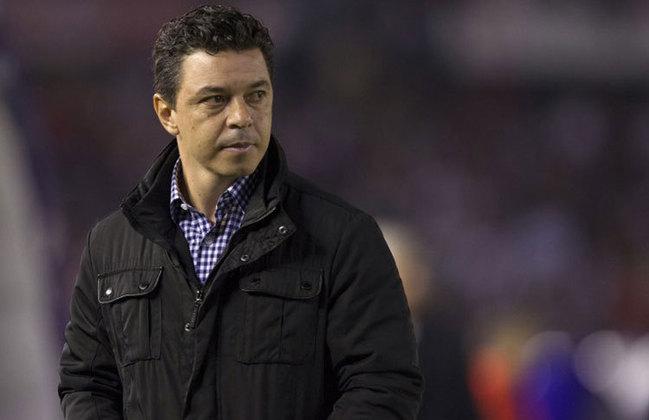 ESQUENTOU - Segundo o jornal L'Equipe, Marcelo Gallardo pinta como um dos possíveis nomes para assumir o Lyon e substituir o treinador Rudi Garcia, que tudo indica não continuará no comando da equipe francesa para próxima temporada.