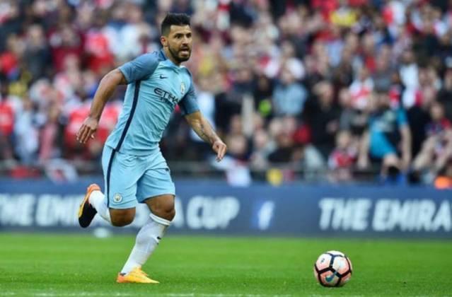 ESQUENTOU - Segundo o jornal 'Sport', que tem sede na região da Catalunha, o atacante do Manchester City Sergio 'Kun' Agüero, que é alvo do Barcelona para a próxima temporada, aceitou diminuir o salário que recebe no Manchester City para mudar-se para a Espanha.