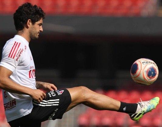 ESQUENTOU - Segundo o jornalista César Luis Merlo, da TyC Sports, da Argentina, Alexandre Pato estaria negociando com o Argentino Juniors. Pato está livre no mercado desde a segunda metade de 2020, quando se desvinculou do São Paulo.