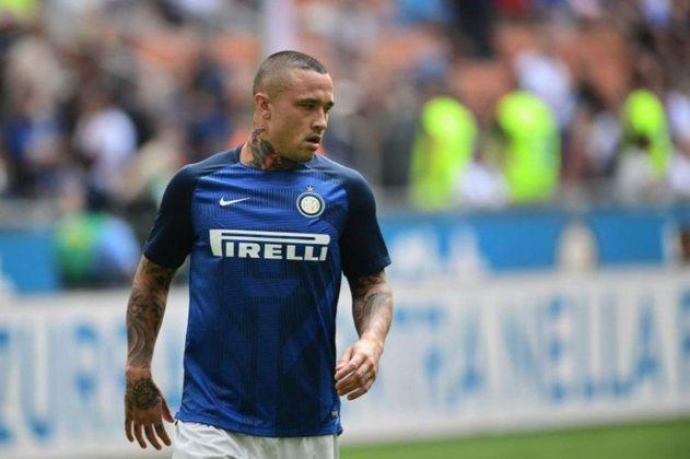 ESQUENTOU - Segundo o jornalista, Fabrizio Romano, o Cagliari está perto de contratar por empréstimo o meia da Inter, Radja Nainggolan.