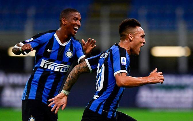 ESQUENTOU - Segundo o Mirror, Ashley Young planeja se mudar para o Watford após esta temporada na Inter de Milão.