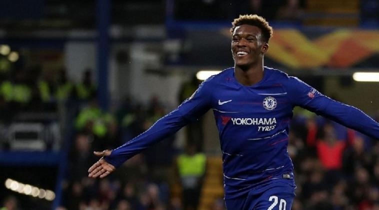 ESQUENTOU - Sem espaço no Chelsea e buscando jogar com mais frequência, Hudson Odoi pensa em ir para o Borussia Dortmund, segundo a Sky Sports.