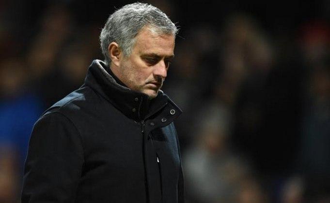 ESQUENTOU - Sofrendo muitas críticas no comando do Tottenham, o técnico José Mourinho tem o cargo ameaçado para a próxima temporada. De acordo com a imprensa inglesa, o lusitano poderá ser demitido dos Spurs caso não classifique o clube para a próxima edição da Champions League. Segundo o portal