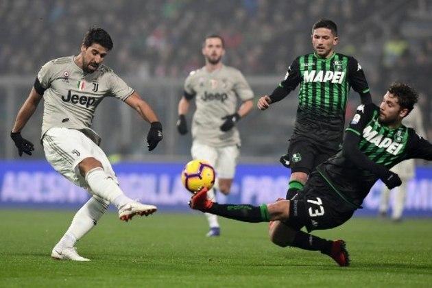 ESQUENTOU - Stuttgart e Everton estão de olho no volante alemão, Sami Khedira, sem espaço atualmente na Juventus. Os dois clubes disputariam a contratação do volante, de acordo com o Calciomercato.