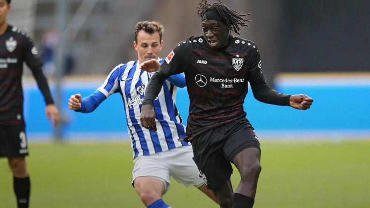 ESQUENTOU - Temendo perder Jadon Sancho para o Manchester United, o Borussia Dortmund já tem um alvo para substituir o inglês. De acordo com a