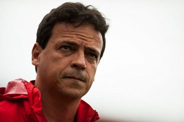 ESQUENTOU - Um nome encabeça a lista de prioridades de possível treinador para a próxima temporada do Botafogo. Trata-se de Fernando Diniz, que está livre no mercado desde que deixou o São Paulo no começo de fevereiro. O clube de General Severiano, com o interesse na contratação, conversou e fez uma sondagem concreta ao comandante.