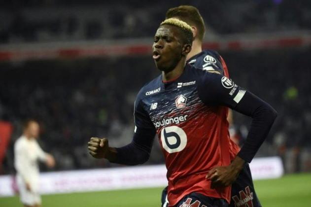 """ESQUENTOU - Victor Osimhen, do Lille, está prestes a se tornar a contratação mais cara da história do Napoli, que deve pagar cerca de 81 milhões de euros (R$ 492 milhões) pelo atacante, segundo o """"L'Equipe""""."""