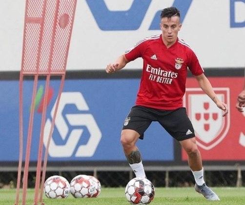 ESQUENTOU - Visando a próxima temporada, a equipe do Celta de Vigo segue de olho em possíveis nomes para reforçar seu elenco. Com isso, o presidente do clube espanhol, Carlos Mouriño, apontou quem ele gostaria de ver vestindo a camisa de seu time. Trata-se do meio-campista Franco Cervi, de 26 anos, atualmente no Benfica, e que já teria o aval do técnico.