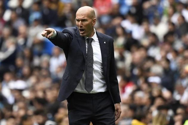 ESQUENTOU - Zinedine Zidane pode estar de saída do comando do Real Madrid no final da temporada 2020/21, pois o clube merengue não cumpriu com as promessas do treinador de reforçar o elenco.