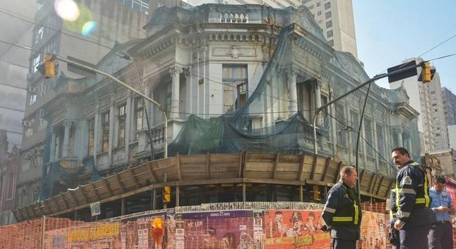 Esquina das ruas Riachuelo e Marechal Floriano Peixoto está interditada Crédito: Guilherme Almeida