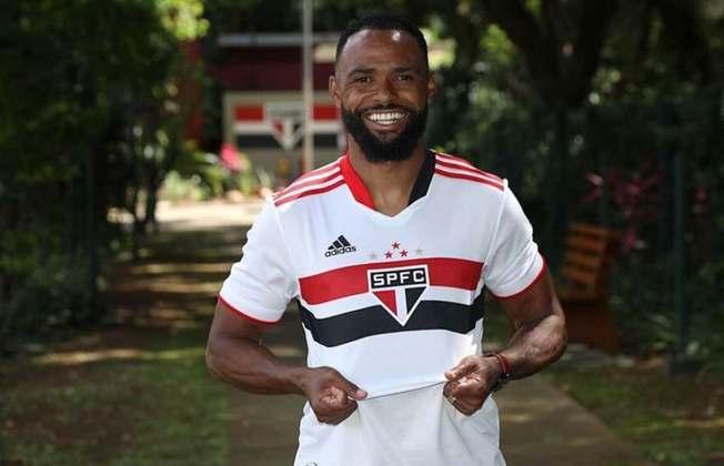 Essa lesão já o tirou de quatro jogos do São Paulo na temporada. É dúvida para o Majestoso.