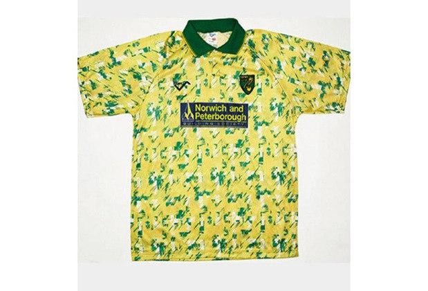 Essas camisas estampadas eram moda nos anos 90. Entretanto, o Norwich City se empolgou e apostou em uma estampa bem diferente em 1992