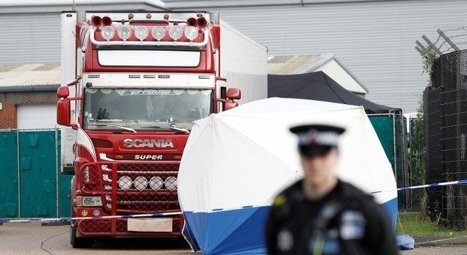 Polícia britânica achou 39 corpos em caminhão; motorista está preso